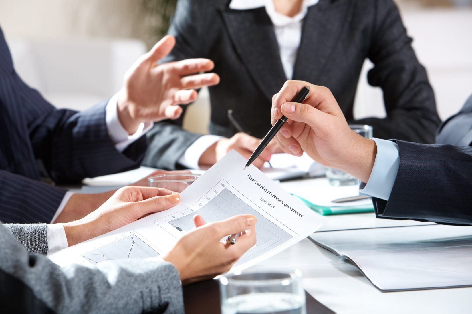 business hr Talent management is a function within hr, and hr attracts, selects, onboards, trains and evaluates employees talent management comes into play as teams grow, when it becomes crucial to decrease turnover rates , retain employees and engage them to achieve bigger goals.
