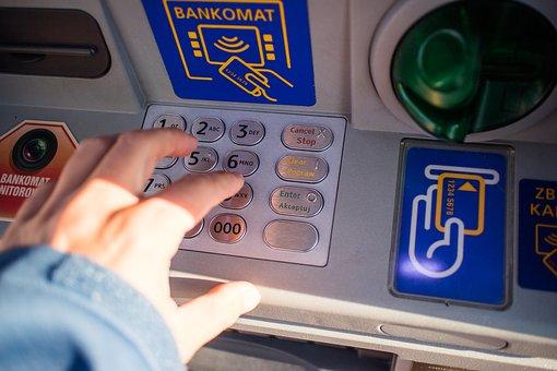 деньги в банкомате